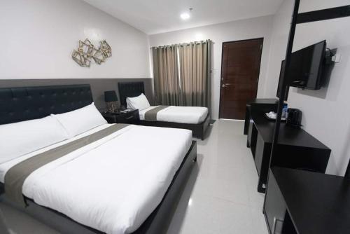 Bumble V Hotel, Morong