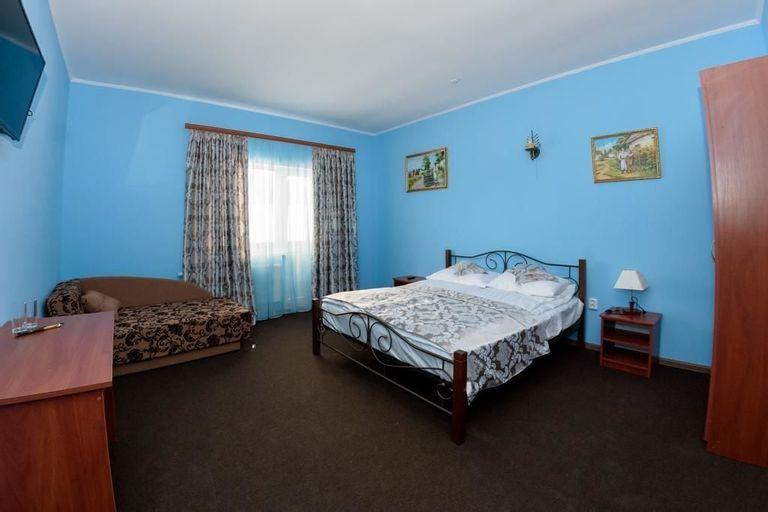 Panska Rovin Hotel, Turkivs'kyi