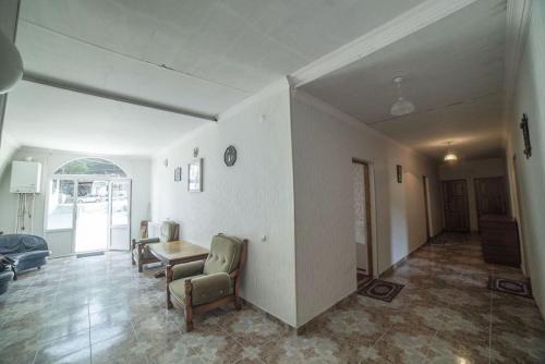 Hotel White House, Khashuri