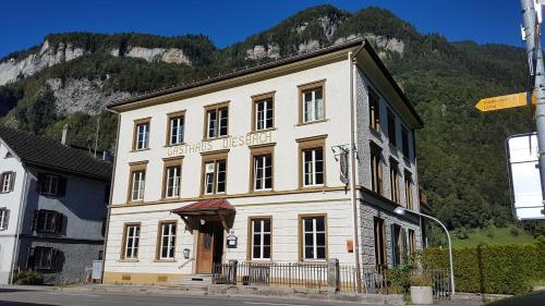 Hacking Hotel Diesbach, Glarus