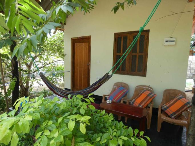 Relax Garden inn, Pothuvil