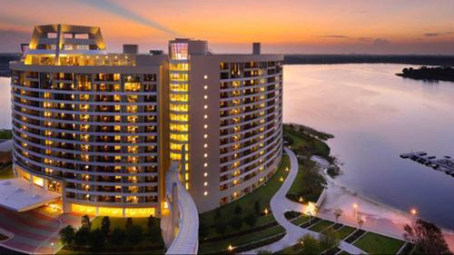 Bay Lake Tower, Orange
