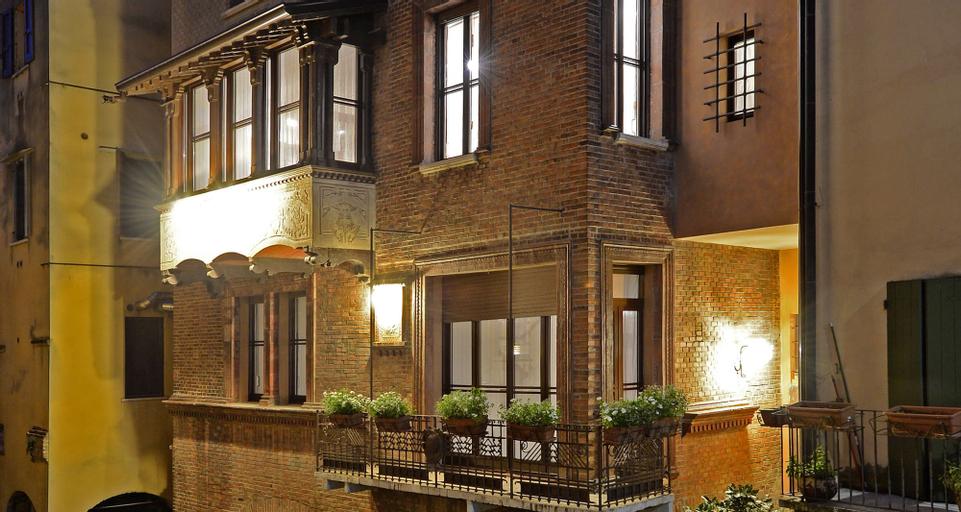 Casa Schirolli, Mantua