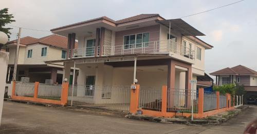 บ้านแม่รัช, San Kamphaeng