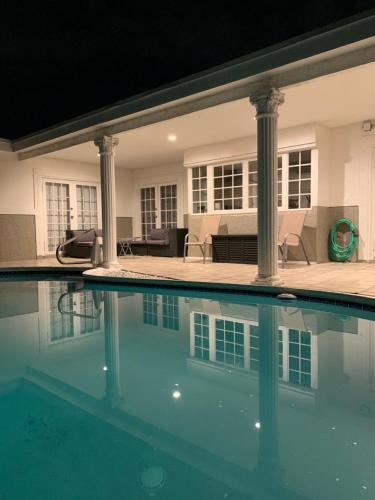 Spacious Pool Home Near it All, Broward