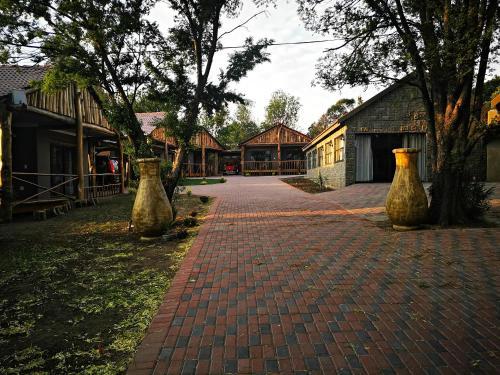 The Log Cabin Apartments Hotel, Gert Sibande