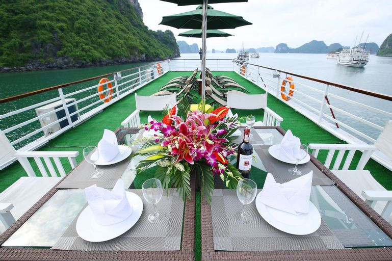 White Dolphin Cruise, Hạ Long