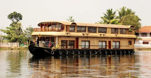 lakes home houseboat, Alappuzha