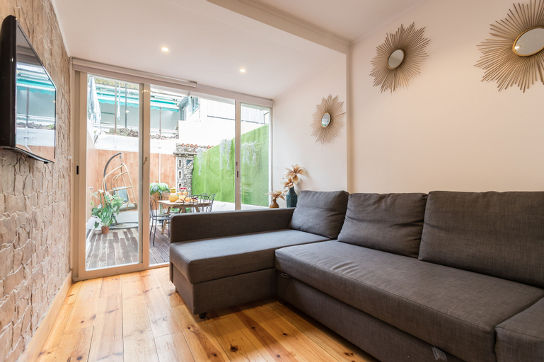 Liberty Patio Two-Bedroom Apartment w/ Patio - by LU Holidays, Lisboa