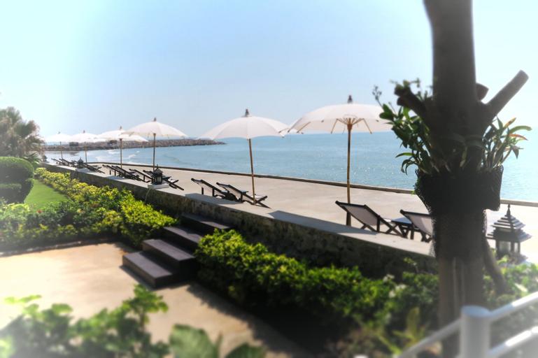 Chomtalay Resort at Had Chaosamran Beach, Ban Laem
