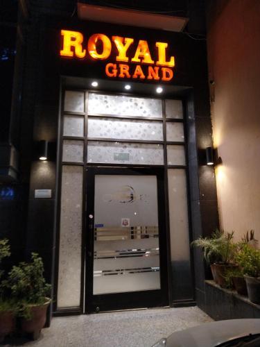 Royal Grand, West