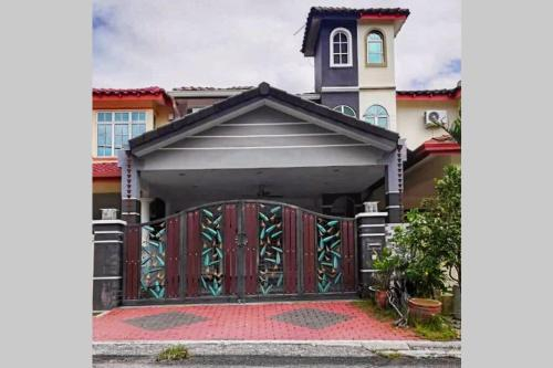 Cozy House for 8. 15 minutes drive to Ipoh Oldtown, Kinta