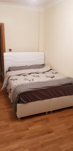 Lovely 2 Bedroom Flat near to Finsbury park station, London