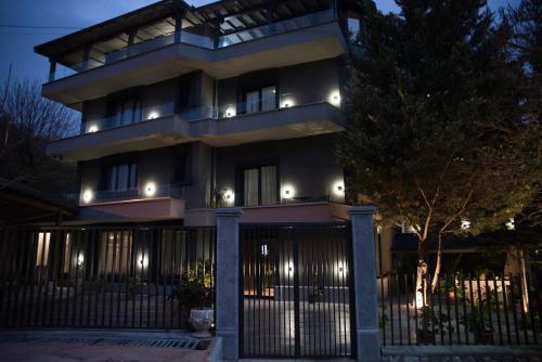 DIM's HOTEL, Korçës