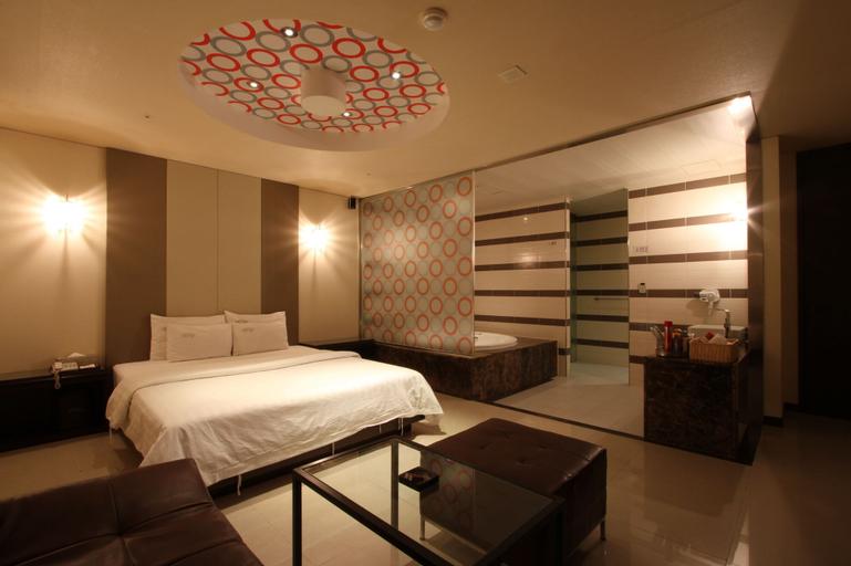 Lonestar Hotel, Dobong