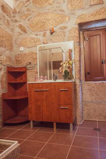 House With 2 Bedrooms in Fornos de Algodres, With Wonderful Mountain View, Furnished Terrace and Wifi - 2 km From the Beach, Fornos de Algodres