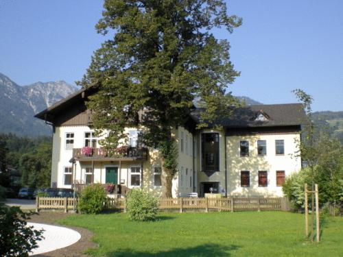 Luise Wehrenfennig & Haus EvA (Pet-friendly), Gmunden