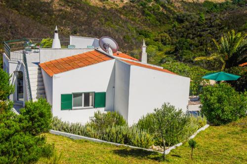 Lake house with rooftop terrace and two Bikes, Aljezur