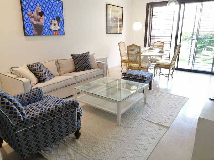Luxurious flat with private garden, La Marsa