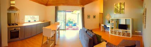 Moorea Sweet Home close to the dock and airport,