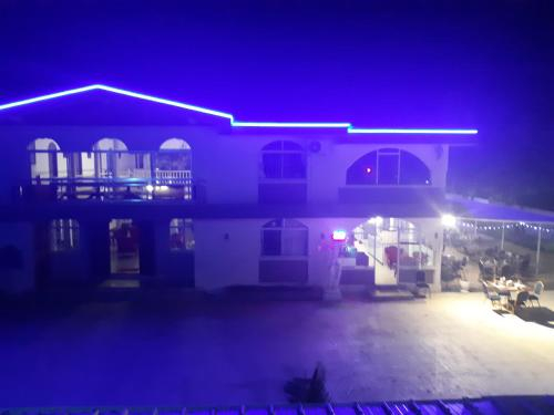 Palais Otentik Restaurant n hotel at Pointe aux cannonier is well situated,