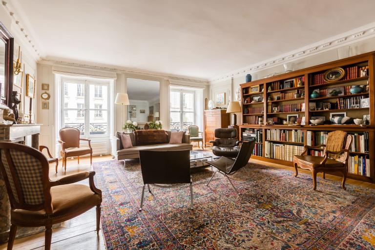 Latin quarter Retreat, Paris