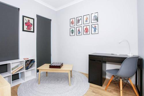 IDEAL FOR LARGE GROUPS IN CENTRAL RIVERVALE, Belmont