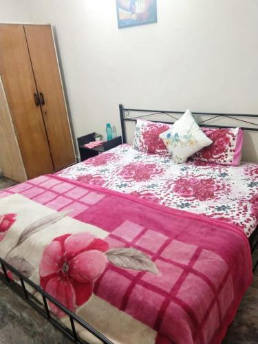 InHouse Rooms - Private Double Bedroom, Gautam Buddha Nagar
