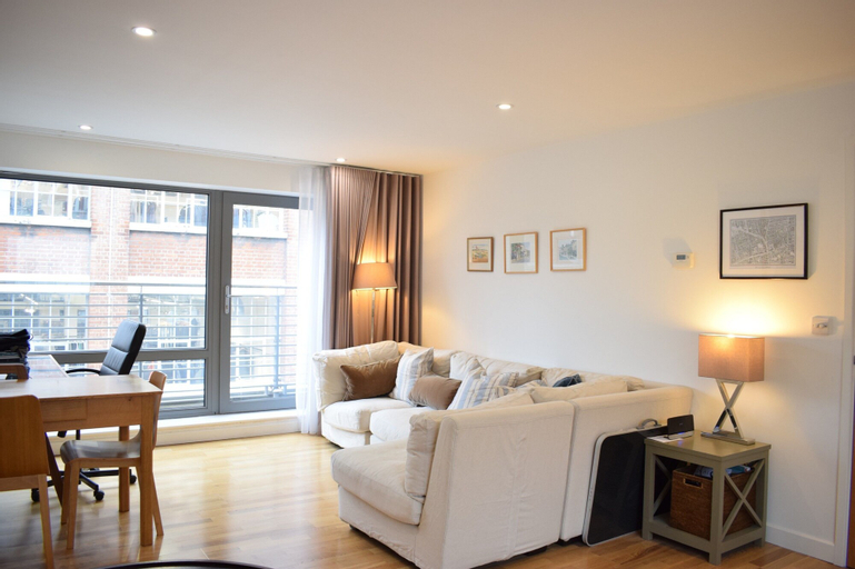 Modern 2 Bedroom Apartment In Old Street, London