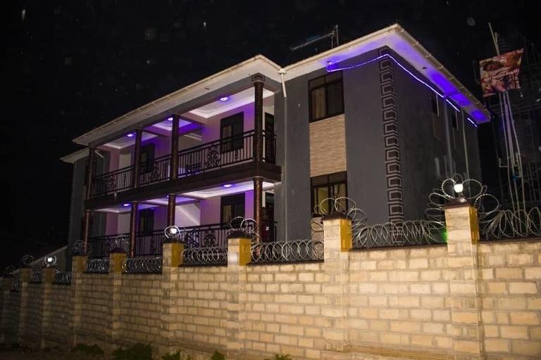 Kesh Motel, Jinja
