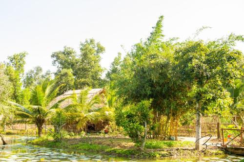 Zivuu Village, Long My