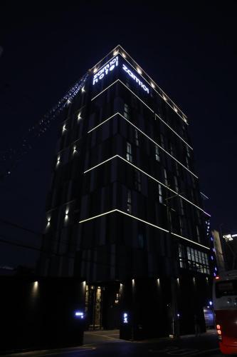 Zam 101 Hotel, Sasang