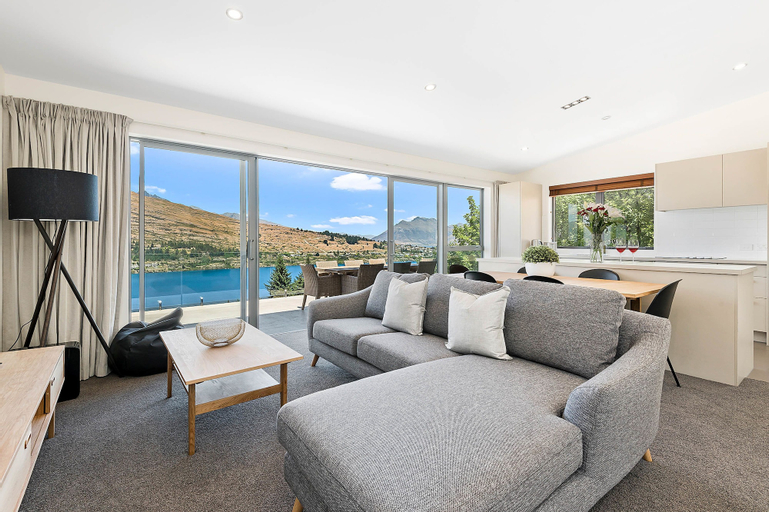 Remarkable Views on Goldrush Way, Queenstown-Lakes