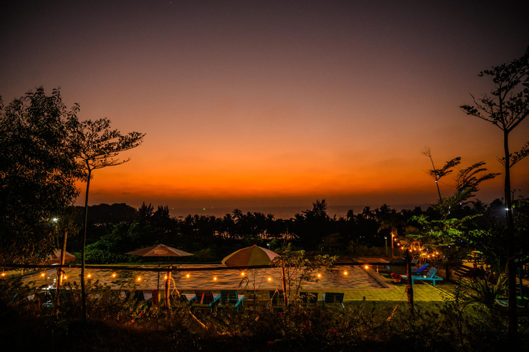 Lover View Pool Bar & Bungalows, Bassein