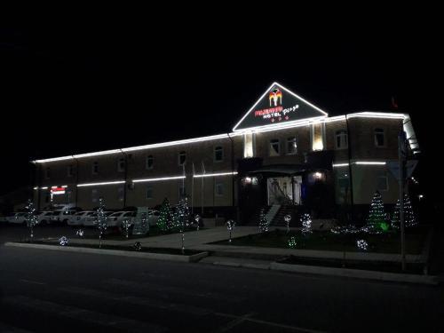 Maximum Hotel, Navbahor