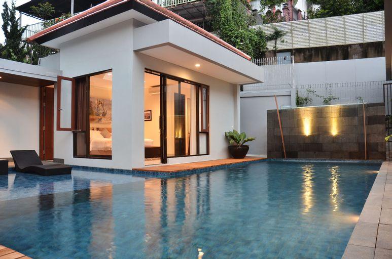 Kencana Villa 7 Bedrooms with a Private Pool, Bandung