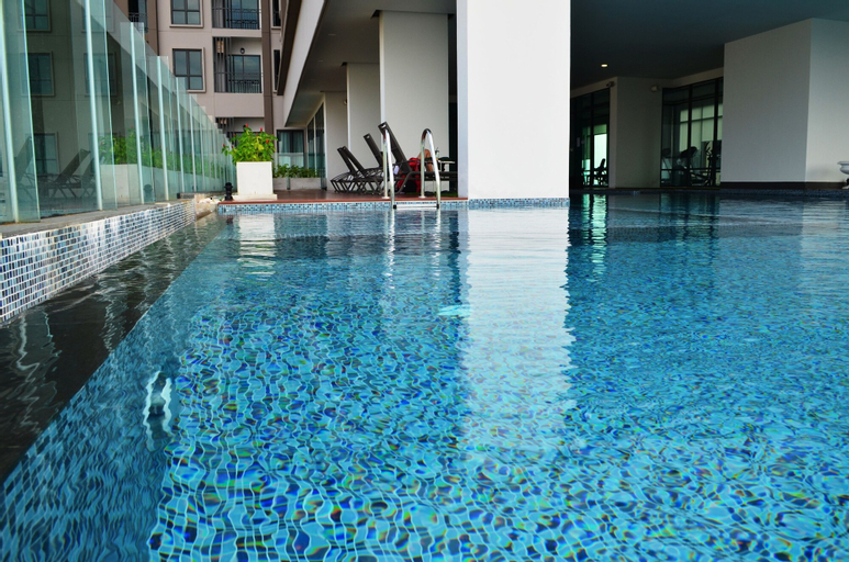The Rich Sathorn-Taksin, Khlong San