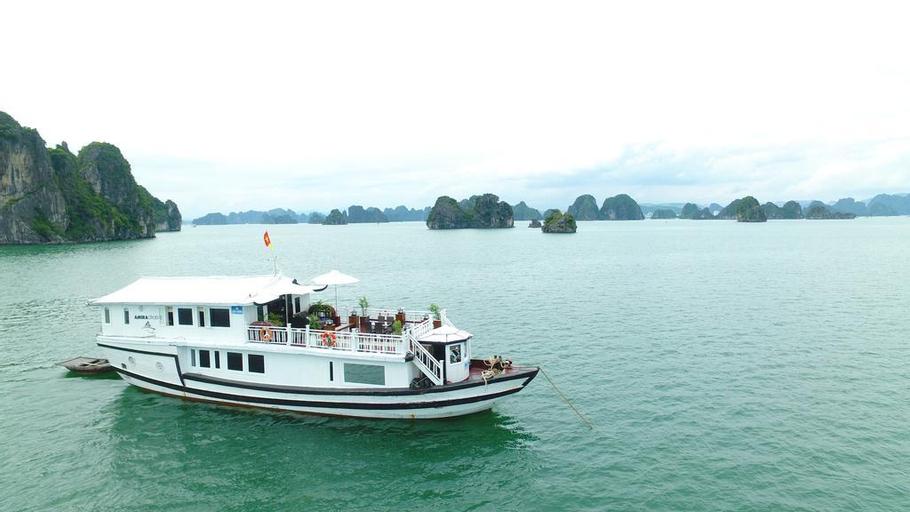 Amira Cruise, Hạ Long