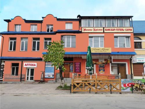 Monte-Kristo Hotel, Kamianets'-Podil's'ka