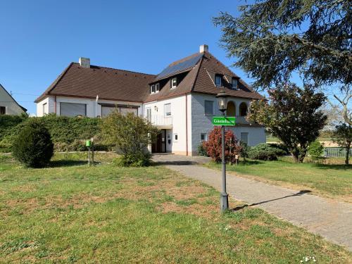 Gastehaus an der Rheinbrucke, Rhein-Neckar-Kreis