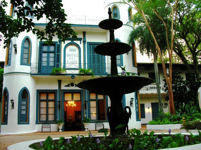 Hotel del Lago, Water body