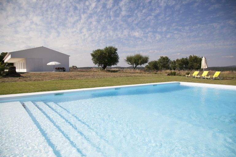 Villa With 5 Bedrooms in São Miguel de Machede, With Wonderful Mountain View, Private Pool and Furnished Garden, Évora