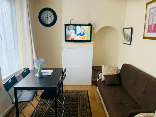 Lovely Holiday Apartments KIDS STAY FREE, London