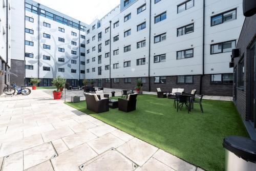 Executive Serviced Apartments Near London Luton Airport, Luton