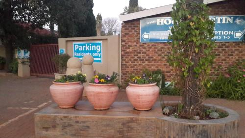 Housemartin Guest House, Dr Kenneth Kaunda