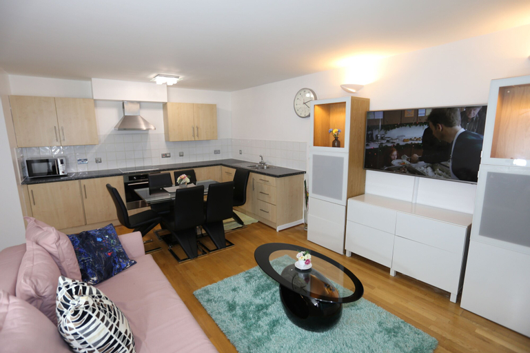 Beautiful 2 beds Woolwich Central Apt, London