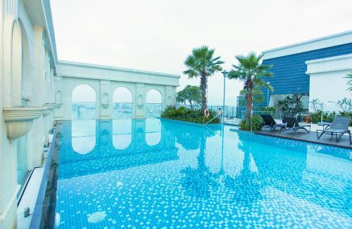 Ami Splendid Rooftop Pool, Quận 4
