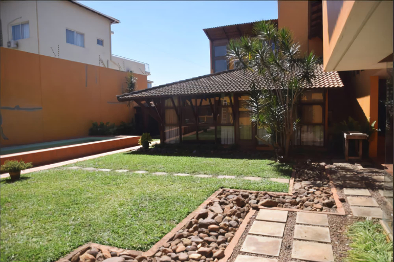 Guesthouse with pool and mini garden, Maputo
