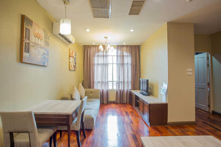 Greenview Ekkamai 10 Suite, Wattana