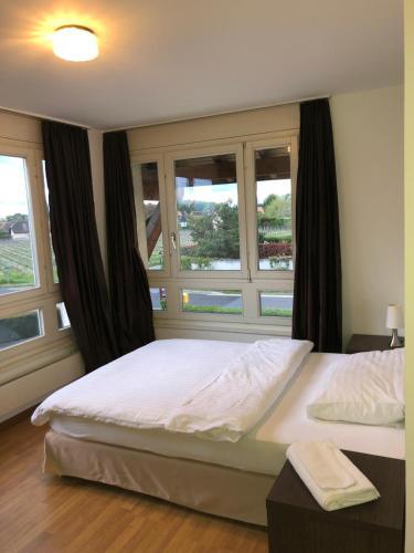 Room Bistro 33, Nyon